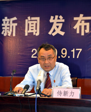 President of the Municipal Intermediate People's Court of Urumqi Shi Xinli speaks at a press conference in Urumqi, capital of northwest China's Xinjiang Uygur Autonomous Region, Sept. 17, 2009. Four people were sentenced between 8 and 15 years in prison Thursday for stabbing a pedestrian with a syringe in Urumqi. The Municipal Intermediate People's Court of Urumqi handed down the sentences five days after it meted out sentences ranging from 7 to 15 years in jail to three people on Saturday. (Xinhua/Zhao Ge)
