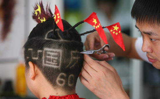 On Tuesday, September 15, 2009, a barber in Zhengzhou, central China's Henan Province, cuts a boy's hair into the shape of the Great Wall and the Chinese characters 'Guo Qing,' which means 'National Day,' to celebrate the 60th anniversary of the founding of the People's Republic of China. [Photo: icpress.cn]