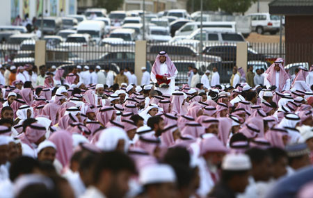 Saudis attend prayers marking the end of the fasting month of Ramadan in Central Riyadh September 20, 2009.