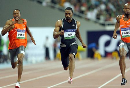 Tyson Gay (C)of the United States competes during the men's 100m final in Shanghai Golden Grand Prix in Shanghai, China, Sept. 20, 2009. Tyson Gay claimed the title with a time of 9.69 seconds.(Xinhua/Fan Jun)