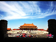 The Forbidden City (Imperial Palace) in the heart of Beijing is the largest and most complete imperial palace and ancient building complex in China, and the world at large. Its construction began in 1406 and was completed 14 years later, having a history so far of some 580 years.[Photo by Yang Jia]
