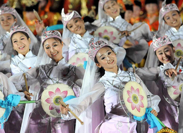 A grand evening gala is held to celebrate the People's Republic of China's 60th anniversary at the Tian'anmen Square in Beijing on Oct. 1 evening. Singers and dancers give spectacular performance at the show.