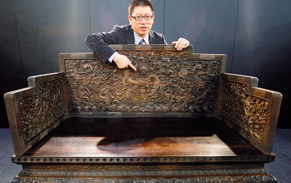 Qianlong's dragon throne went to a Chinese collector for $11.07 million.