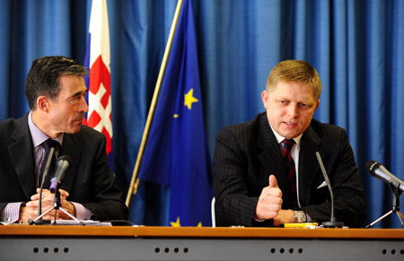 Slovakian Prime Minister Robert Fico (R) addresses a news conference in Bratislava, capital of Slovakia, on Oct. 22, 2009. Robert Fico said on Thursday that as long as he works as prime minister, the United States will not be allowed to deploy the anti-missile system in Slovakia. [Zeng Yi/Xinhua]