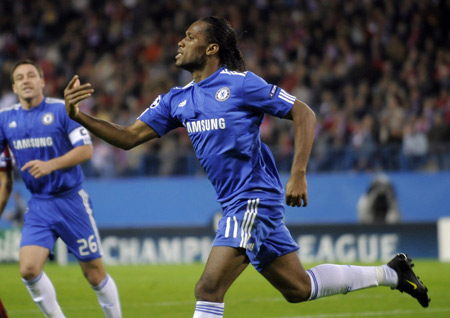 Chelsea's Didier Drogba celebrates his first goal during their Champions League soccer match against Atletico Madrid at the Vicente Calderon stadium in Madrid, November 3, 2009. (Xinhua/Reuters Photo)