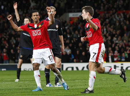 Manchester United's Michael Owen (R) celebrates his goal against CSKA Moscow's with Nani during their Champions League soccer match at Old Trafford in Manchester, northern England, November 3, 2009. (Xinhua/Reuters Photo)