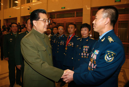 Chinese President Hu Jintao (L front) meets with heroes of the Chinese Air Force on the occasion of the 60th anniversary of the founding of China Air Force in Beijing, China, Nov. 8, 2009.