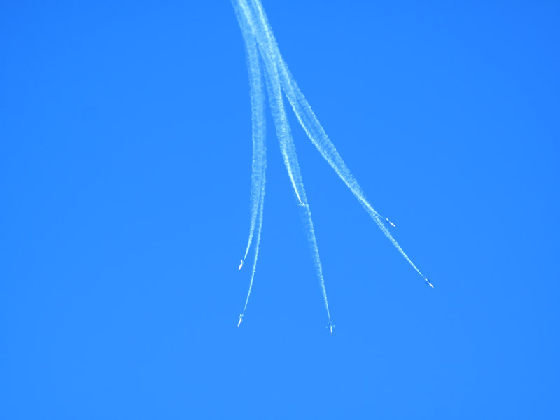 Photo taken on November 15 shows a group of J-7GB air fighters perform during an air force show in Beijing Shahe airport. [Jiang Yiping/China.org.cn]