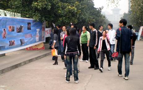 Students from the Coca Cola Monitoring Group take their campaign to improve working conditions at the multinational's bottling plants to Nanjing Agricultural University.
