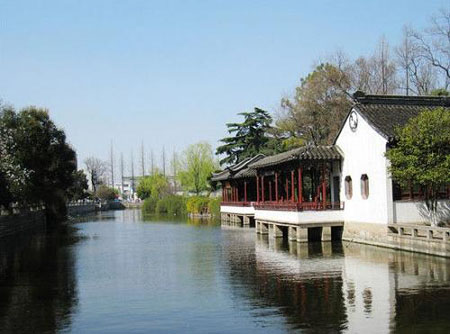 Soochow University stands in the famous ancient city Suzhou near Shanghai. The campus not only boasts the typical features of the classical gardens in Suzhou, but also shows its profound culture with the exquisite architecture and picturesque scenery. [Globaltimes.cn]