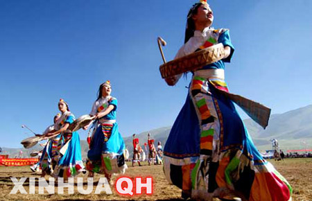 Photo taken on July 25, 2007, shows Tibetan actresses performing at the opening ceremony of the Sanjiangyuan Horse Racing Festival held in Yushu Tibetan Autonomous Prefecture, southwest Qinghai Province. (Xinhua Photo)
