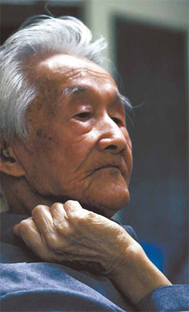 Zhou Ruchang, 91, has devoted his life to the study of A Dream of the Red Mansions.