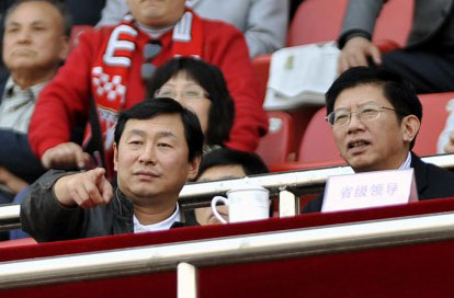 Vice presidents of CFA, Nan Yong (left) and Yang Yimin (right) watch a game.
