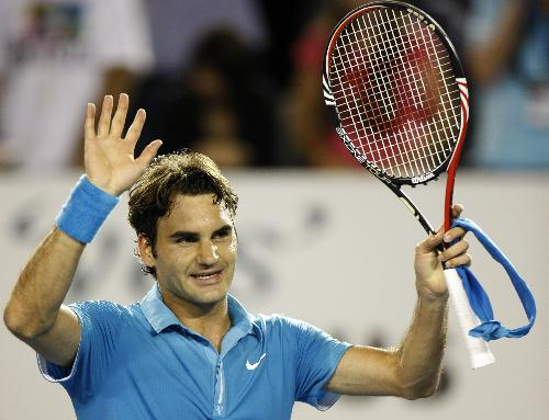 Roger Federer of Switzerland gestures to the spectators after the fourth round match of men's singles against Lleyton Hewitt of Australia in 2010 Australian Open Tennis Championship in Melbourne, Australia, Jan. 25, 2010. (Xinhua/Wang Lili)