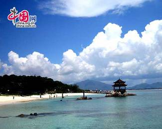 Wuzhizhou Island has been the most favored scenic spot because of abundant and unique tropic island tourist resources and advanced supporting facilities.