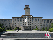 Nankai University is a public university in Tianjin, P.R. China. It is among the most famous universities in China and has a great reputation. Founded in 1919 by renowned patriotic educationist Zhang Boling (1876-1951) and Yan Fansun (1860-1920), Nankai University is a member of the Nankai serial schools. It is the alma mater of former Chinese Premier and key historical figure Zhou Enlai. [Photo by Hu Di]