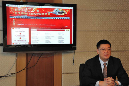 Sun Weijia, the vice-head officer of Beijing Travel Bureau, speaks at the press conference. [Photo:CRIENGLISH.com]