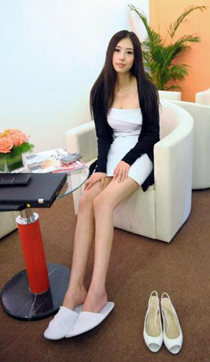 A file photo of Shoushou who is titled by some Chinese netizens as the 'top model at auto shows.' She's sex videos spread quickly on Internet recently.[Agencies]