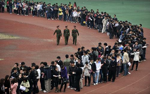 Graduates wait to pour into a job fair in the gym of Wuhan University in Wuhan, capital of central China's Hubei province, March 13, 2010. A total of 240 enterprises and institutions provided more than 10,000 jobs, attracting nearly 30,000 graduates to the fair.
