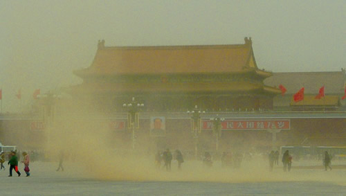 Dust sweeps through Tian'anmen Square in central Beijing on Saturday as North China reeled under a huge sandstorm. [China Daily]