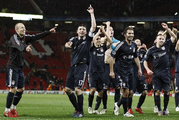 Bayern Munich players celebrate with supporters after beating Manchester United in their Champions League quarterfinal second leg soccer match at Old Trafford Stadium, Manchester, England, Wednesday, April 7, 2010. (Xinhua/Reuters Photo)