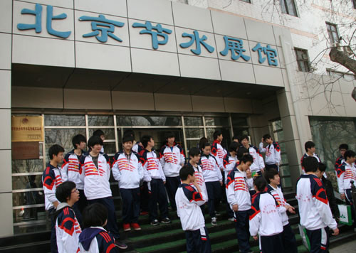 Students stand outside the Beijing Water Conservation Museum in western Beijing on Wednesday, April 7, 2010. [CRIENGLISH.com]