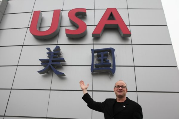 Martin Alintuck, director of communications for the USA Pavilion 美国馆公共关系负责人马丁•阿林图科