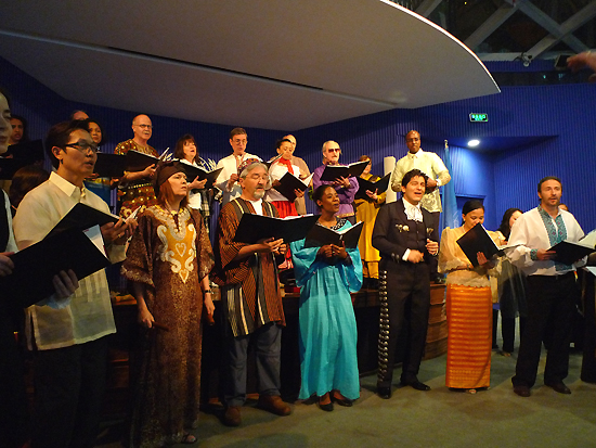 The United Nations Singers from New York perform in the UN Pavilion at the Shanghai World Expo on May 2, 2010. [China.org.cn] 2010年5月2日,来自纽约的联合国合唱团在上海世博园联合国馆内演出。 [中国网]