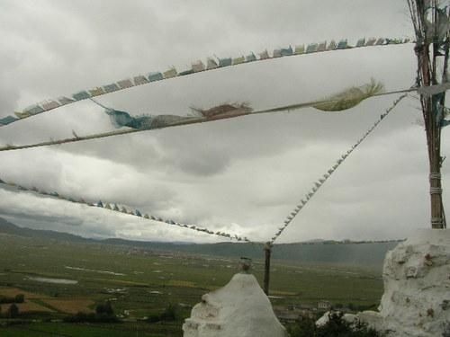 Prayer flags flying on a hilltop at Napa Hai. [Mark Frank/China.org.cn]