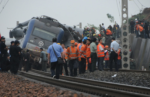 At least 3 killed as passenger train derails in E China