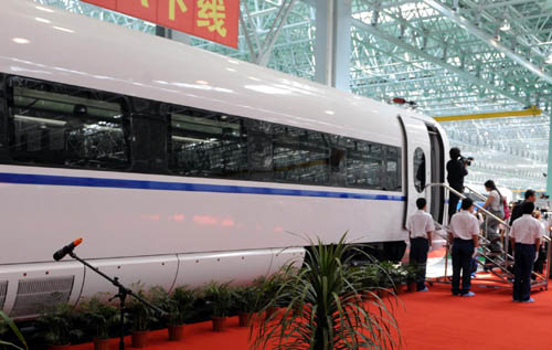 China's fastest high speed train '380A' welcomes its first batch of visitors when it comes off the production line in Changchun, northeast China's Jilin province, May 27, 2010.