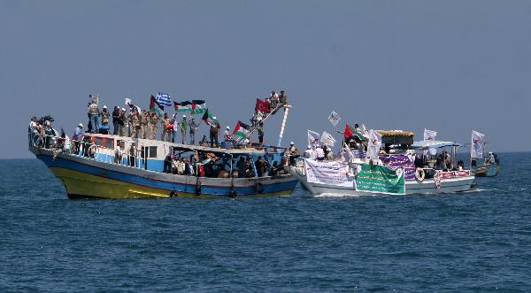 Palestinians ride boats in a preparation ceremony to receive the international aid convoy 'Freedom Flotilla' in Gaza Seaport, on May 30, 2010.  (Xinhua/Yasser Qudih)