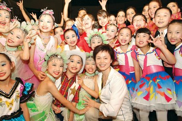 Young dancers and the president of Little Companion Art Troupe Chen Baihua
