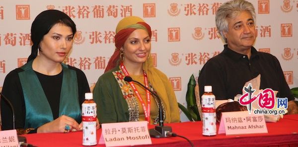 From left to right, Iranian actress Ladan Mostofi, actress Mahnaz Afshar and producer Mohammad Nikbin attend a press conference for the movie Pay Back at Shanghai Film Art Center in Shanghai on June 16, 2010.