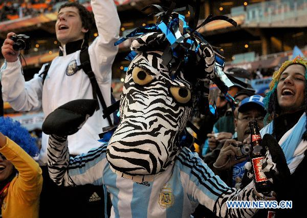 An Argentine supporter cheers prior to a 2010 World Cup Group B match between Argentina and South Korea at the Soccer City stadium in Soweto, suburban Johannesburg, South Africa, on June 17, 2010.(Xinhua/Guo Yong)