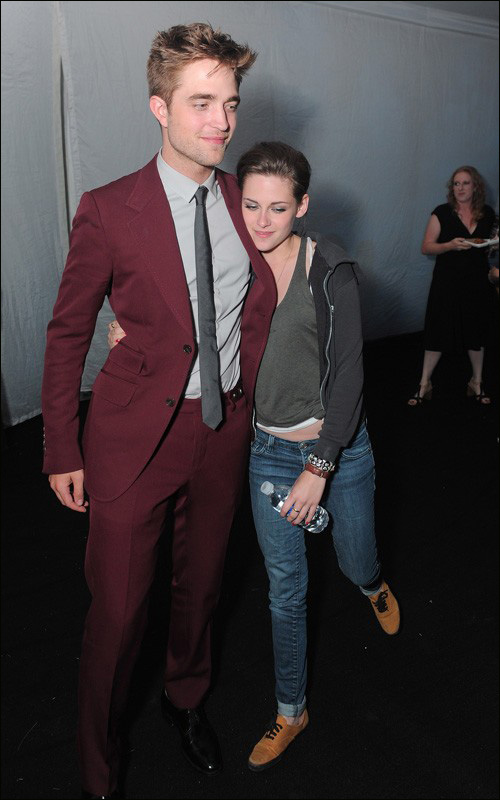 Robert Pattinson, Kristen Stewart cuddle - China.org.cn