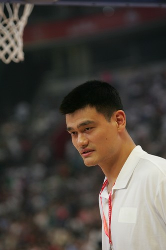 China's NBA star center Yao Ming reacts during a charity game in the name of his charity fund in Beijing July 24, 2010. A NBA all-star team led by star point guard Steve Nash visited Beijing for the game against China's national basketball team. [Photo\chinadaily.com.cn]