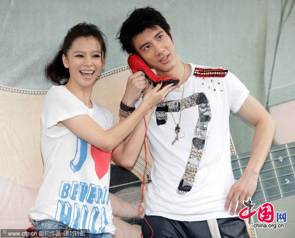 Vivian Hsu and Lee-Hom Wang attend an event promoting Wang's upcoming album in Taipei on Sunday, July 25, 2010.