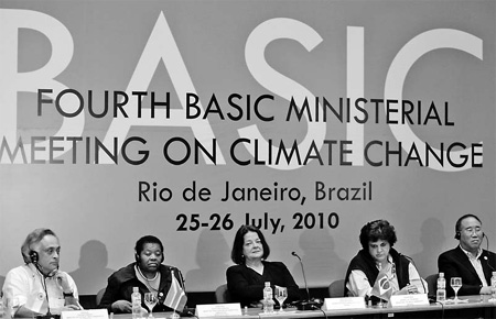 Brazilian Ambassador Vera Machado (center) with ministers of environment (from left to right) Jairam Rameseh of India, Buyelwa Sonjica of South Africa, Izabella Teixeira of Brazil and Xie Zhenhua of China at a climate change meeting on Monday. [Reuters] 