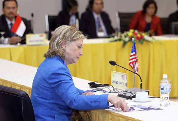 U.S. Secretary of State Hillary Clinton attends the U.S. - ASEAN Ministerial Meeting during the 43rd annual ASEAN Ministerial Meeting in Hanoi July 22, 2010. [Xinhua]