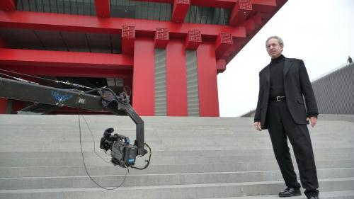 CCTVNewsinvitedRobertLawrenceKuhn,authorofabiographyofChina'sformerPresidentJiangZemin,tohostadocumentaryontheShanghaiWorldExpo.