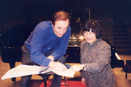 Chen Yi in rehearsal with Swiss conductor Charles Dutoit. [Global Times]