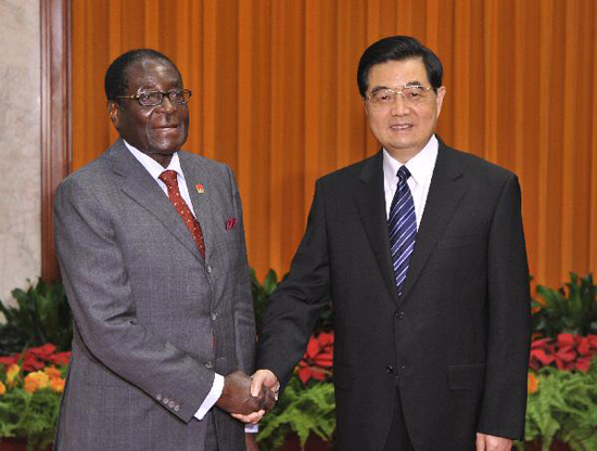 Chinese President Hu Jintao (R) shakes hands with Zimbabwean President Robert Mugabe at the Great Hall of the People in Beijing August 13, 2010. During their one-hour talk at the Great Hall of the People, Hu and Mugabe hailed the development of bilateral relations since the two states established diplomatic ties in 1980. [Xinhua photo]