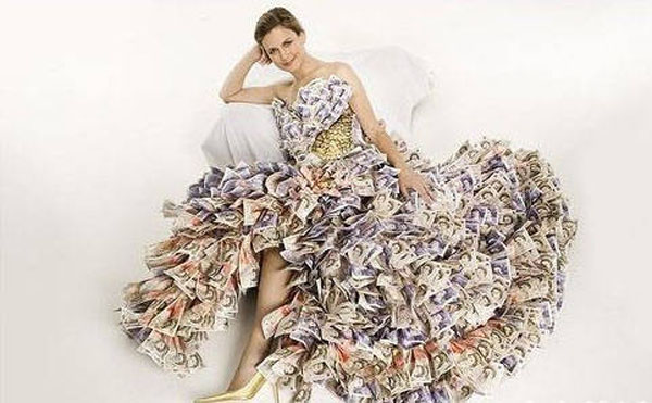 a6f38ca031c3 World's most expensive wedding gown, made of real pounds - China.org.cn
