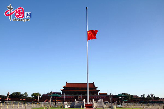 The national flag of China flies at half-mast on Tian'anmen Square in Beijing, capital of China, early Aug. 15, 2010, to mourn for the victims of the mudslide disaster in Zhouqu. National flags across the country and at overseas embassies and consulates are lowered to half-mast Sunday to mourn the victims of the devastating mudslide which hit Zhouqu County, Gannan Tibetan Autonomous Prefecture in southern Gansu on Aug. 8, 2010. [CFP]