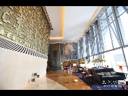 The photo shows inside of the Shangri-la China World Summit Wing Hotel on the top floors of the China World Tower. [news.ifeng.com]