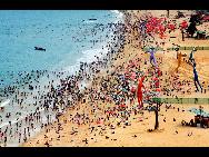 Shenzhen's Dameisha beach in 2009. [QQ.com]