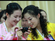 The DPRK performers from Pyongyang Art Troupe, dressed in traditional costumes, at the China Oriental Arts Group in Beijing during their touring trip to China, September 1, 2010. [Xinhua]