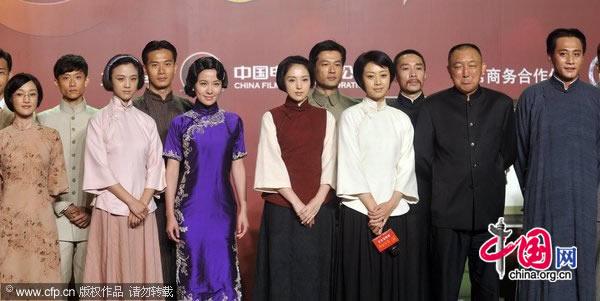 Leading actors of Jian Dang Wei Ye: Zhou Xun (first from the left), Tang Wei (third from the left) and Liu Ye (first from the right)