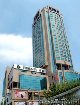 Qingdao Parkson is located in the central business district, close to the major shopping and financial center, with a total area of 120,000 square meters.